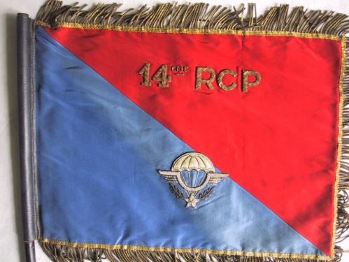 Fanion Colonel du 14° RCP . Ce Fanion a été offert au Colonel Paul OLLION à l'issue de son Commandement en Juillet 1958